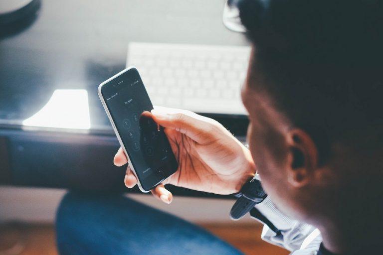 Πόσο καιρό «επιβιώνει» ο κορωνοϊός πάνω στην οθόνη του κινητού