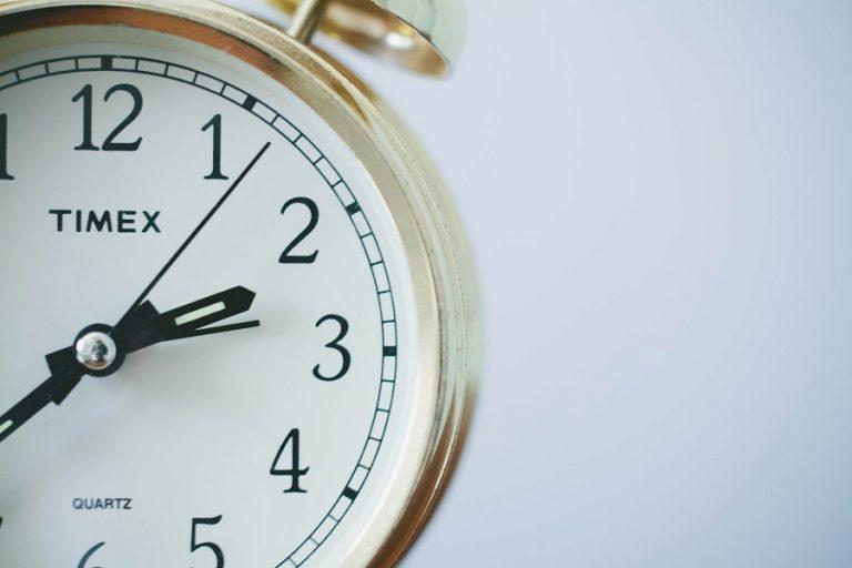 Μια ώρα πίσω γυρίζουν τα ρολόγια την Κυριακή 25 Οκτωβρίου