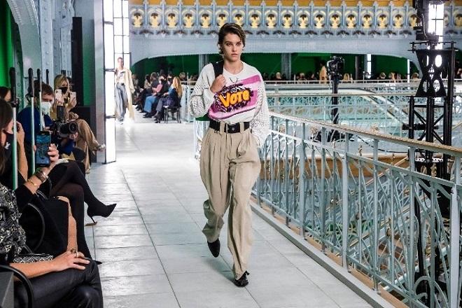 Πολιτικό αέρα είχε η νέα επίδειξη του Louis Vuitton στην Εβδομάδα Μόδα του Παρισιού