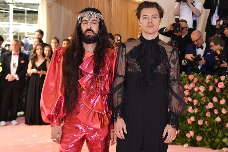 Μπίλι Αίλις και Χάρι Στάιλς για τον οίκο Gucci