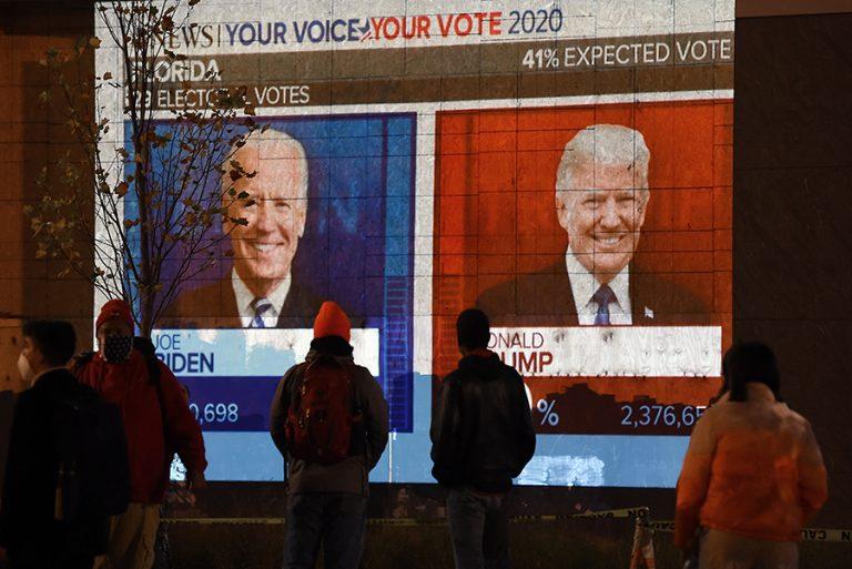 Χάος, δηλώσεις και fake news. Τραμπ και Μπάιντεν δηλώνουν νικητές