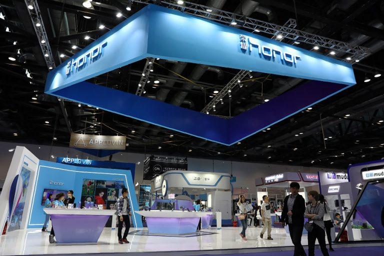 Η Huawei πουλάει τη θυγατρική Honor σε κοινοπραξία της Κίνας