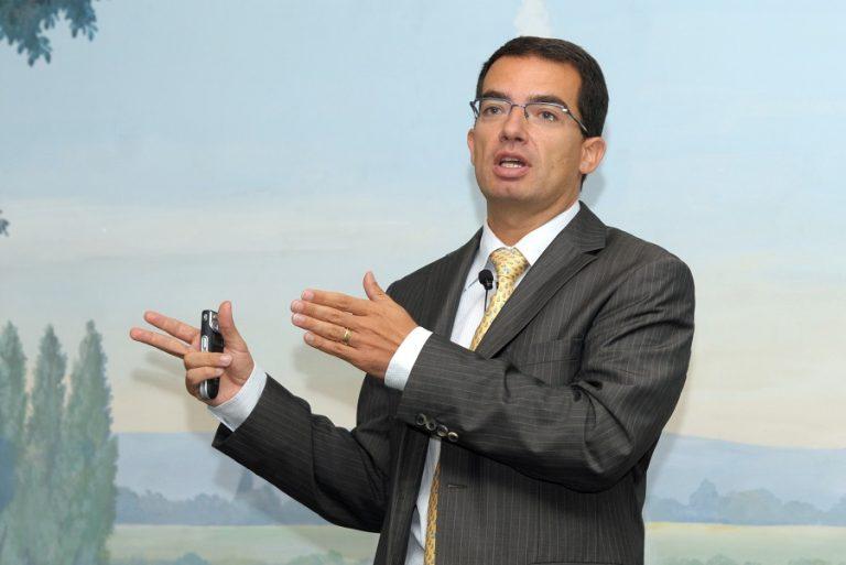 Στέφαν Μπανσέλ: Ποιος είναι ο δισεκατομμυριούχος CEO της Moderna