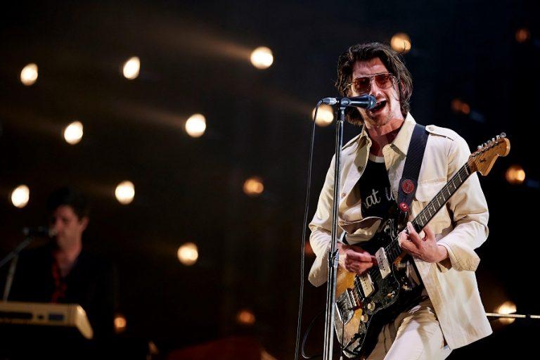 Arctic Monkeys : Σε άλμπουμ η συναυλία τους στο Royal Albert Hall για καλό σκοπό
