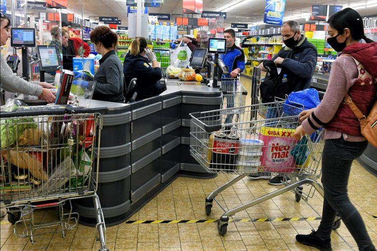 «Φτωχός» ο εορταστικός τζίρος- Στα supermarket ο «μποναμάς»
