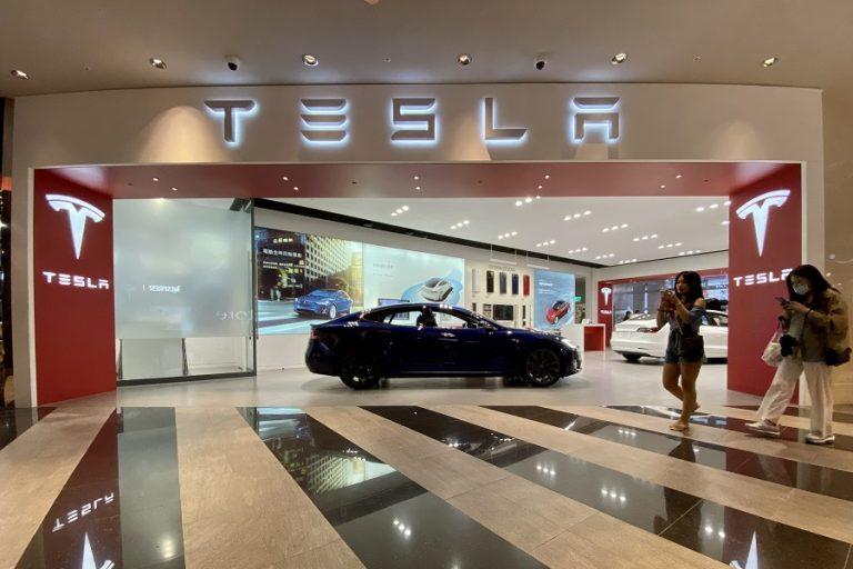 Συνεχίζεται η κατρακύλα της μετοχής της Tesla- Βουτιά 8,5%