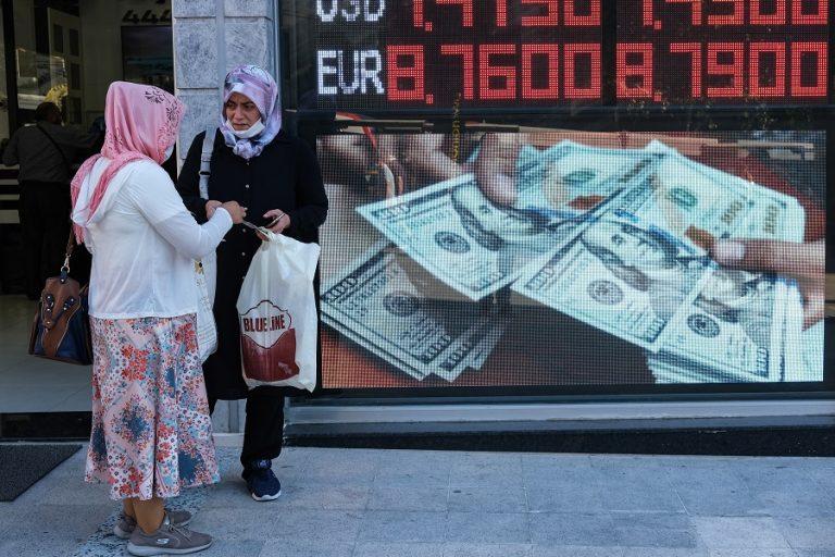 Δεν άντεξε η τουρκική λίρα – Υποχώρησε 2,3% μετά τη χθεσινή ανάκαμψη