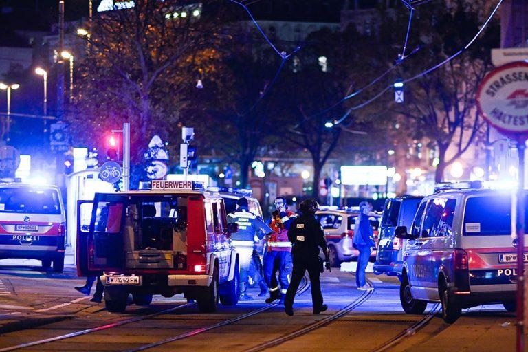 Τρομοκρατική επίθεση στη Βιέννη: Εν ψυχρώ δολοφονίες (Βίντεο και φωτογραφίες)