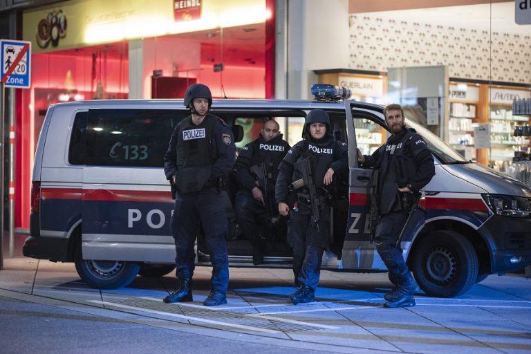 Τρομοκρατική επίθεση στη Βιέννη: Το προφίλ του δράστη- Σε κρίσιμη κατάσταση 7 τραυματίες
