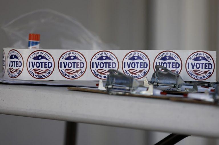 Πώς σχολιάζουν τα διεθνή Μέσα την αμφίρροπη μάχη των προεδρικών εκλογών