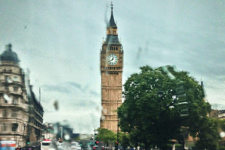«Drive & Listen»: H δημοφιλής εφαρμογή που σου επιτρέπει να ταξιδέψεις με ΙΧ σε πόλεις του εξωτερικού