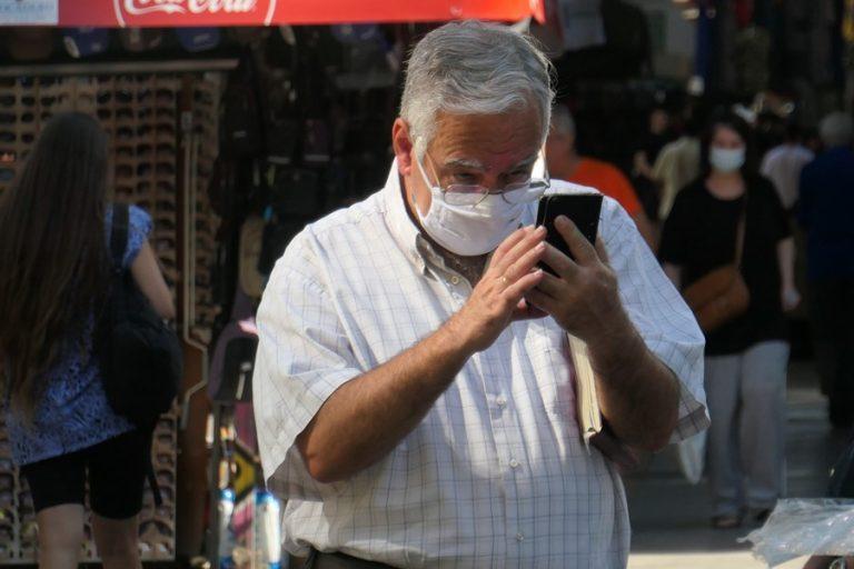 Με μάσκες, sms και «click away» ψώνια τα φετινά Χριστούγεννα