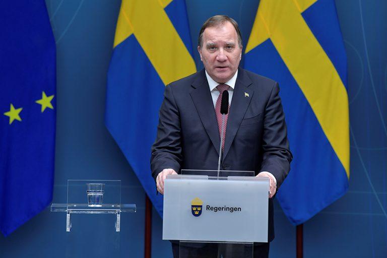 Τα τραγικά αποτελέσματα της «ανοσίας της αγέλης» στη Σουηδία φέρνουν για πρώτη φορά πιο αυστηρά μέτρα