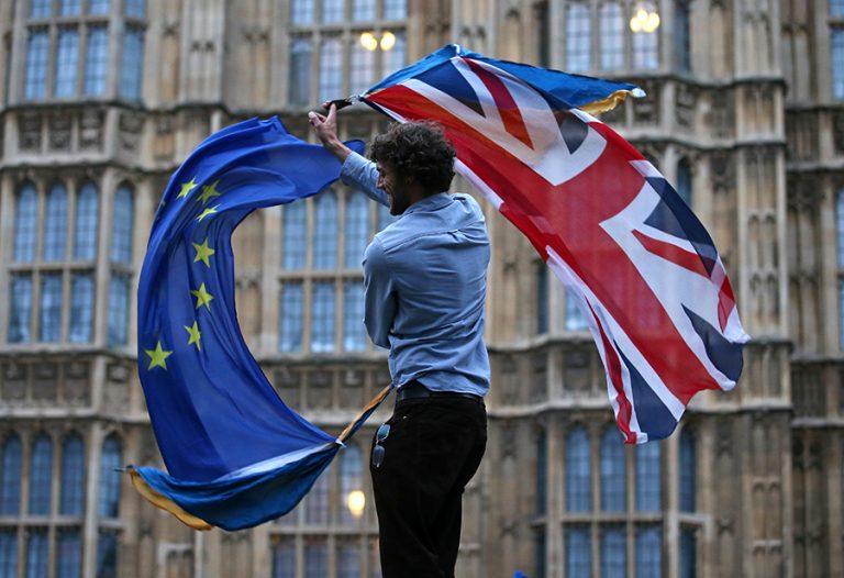 Πέφτουν οι τελικές υπογραφές για την εμπορική συμφωνία του Brexit