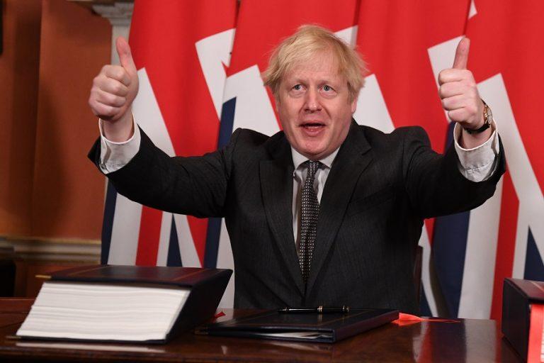 Ο Μπόρις Τζόνσον υπέγραψε την εμπορική συμφωνία για το Brexit