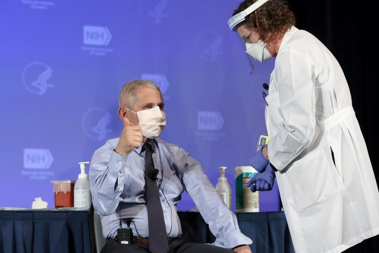 Το εμβόλιο της Moderna έκανε live o Αντονι Φάουτσι- «Έχω τεράστια εμπιστοσύνη»