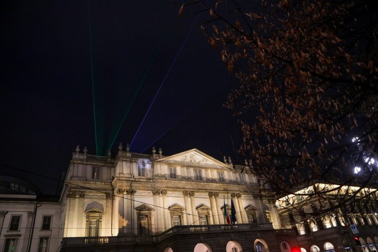 Για πρώτη φορά μετά τον Β' Παγκόσμιο Πόλεμο η Σκάλα του Μιλάνου ακύρωσε την παραδοσιακή παράσταση της νέας σεζόν