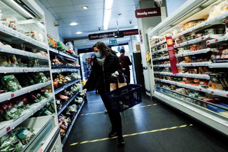 Ο βρετανικός όμιλος σούπερ μάρκετ Sainsbury's προειδοποιεί για ελλείψεις στα ράφια