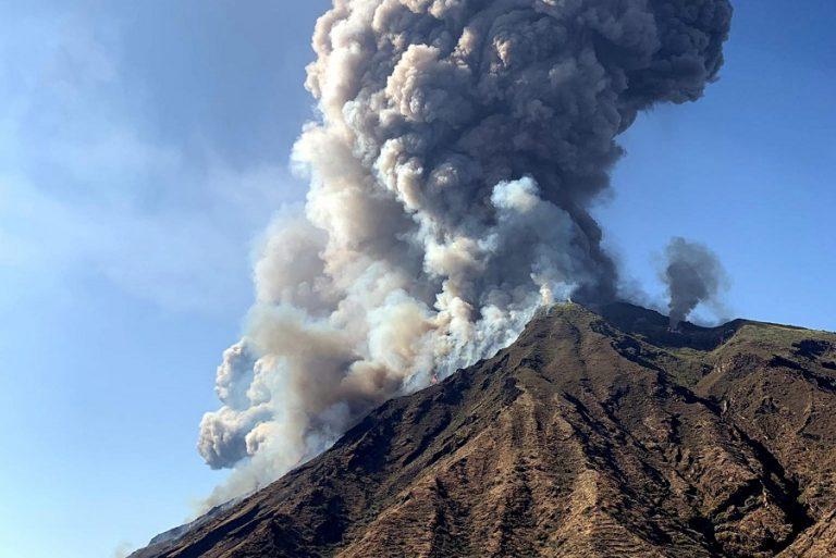 Η Αίτνα «ξύπνησε»: Το ηφαίστειο εκτόξευσε λάβα και στάχτη (Βίντεο)