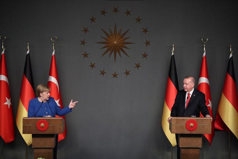 Νέα συμφωνία για μεταναστευτικό θέλει ο Ερντογάν- Βλέπει «παράθυρο» επικοινωνίας με ΕΕ