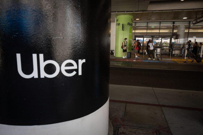 Μεγάλη νίκη για 70.000 οδηγούς της Uber στη Βρετανία- Κατάκτησαν μισθό και εργασιακά δικαιώματα