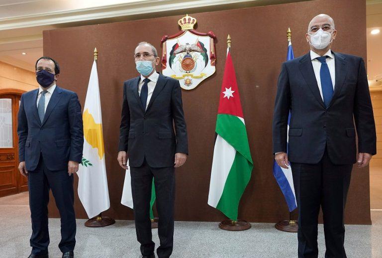 Δένδιας: Η Τουρκία έχει μετατραπεί σε «ταξιδιωτικό γραφείο τζιχάντ»