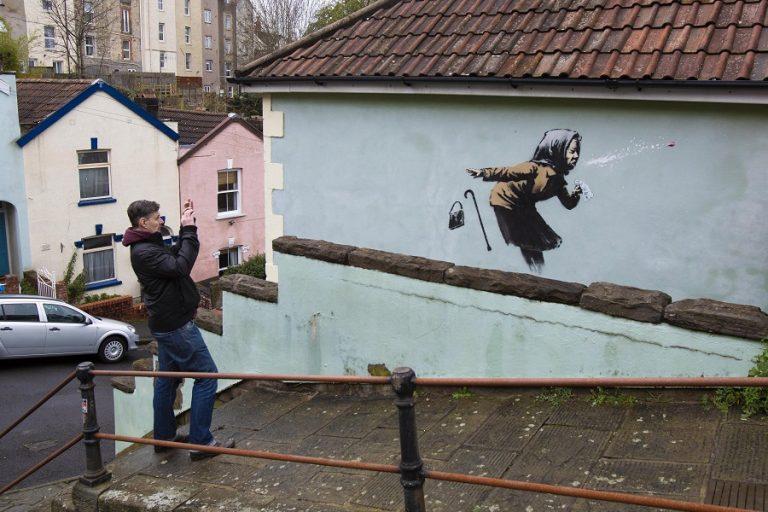 Προς πώληση σπίτι που φέρει έργο του Banksy