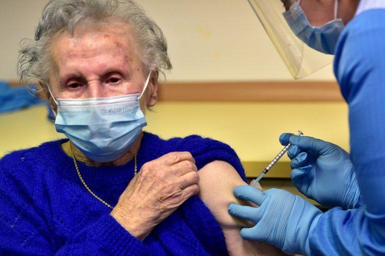 Πόσο αποτελεσματικά είναι τα εμβόλια έναντι των μεταλλάξεων- Τι δείχνουν οι τελευταίες μελέτες