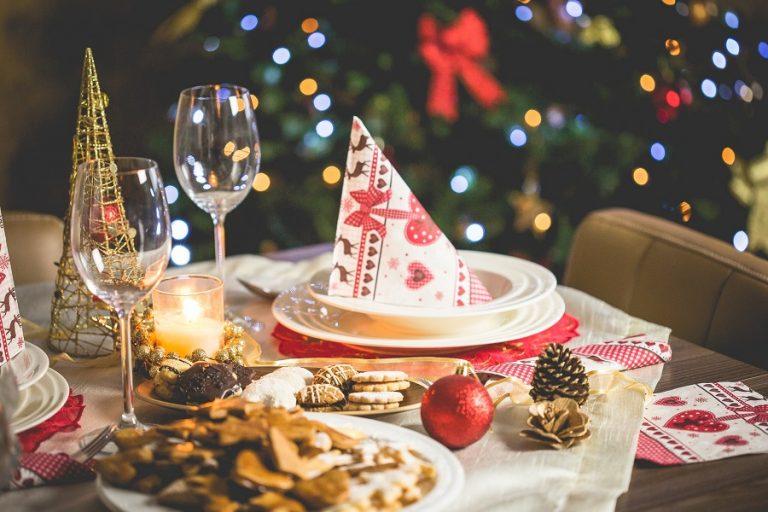 Πώς διαμορφώνονται οι τιμές των προϊόντων για το χριστουγεννιάτικο τραπέζι στις μεγάλες αλυσίδες σουπερμάρκετ
