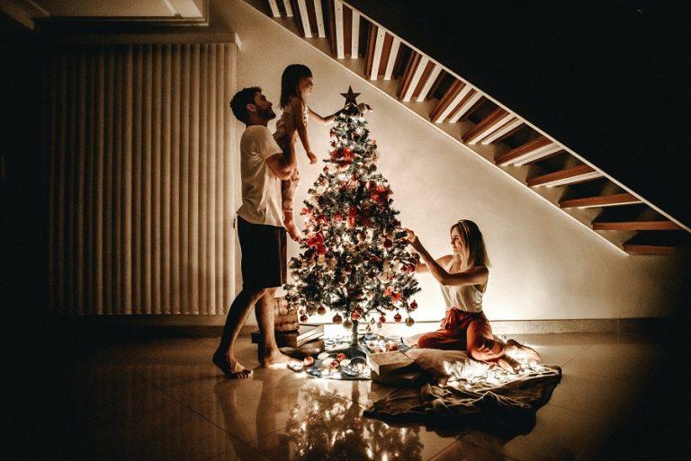 DW: Εναλλακτικά Χριστούγεννα στη Γερμανία λόγω κορωνοϊού