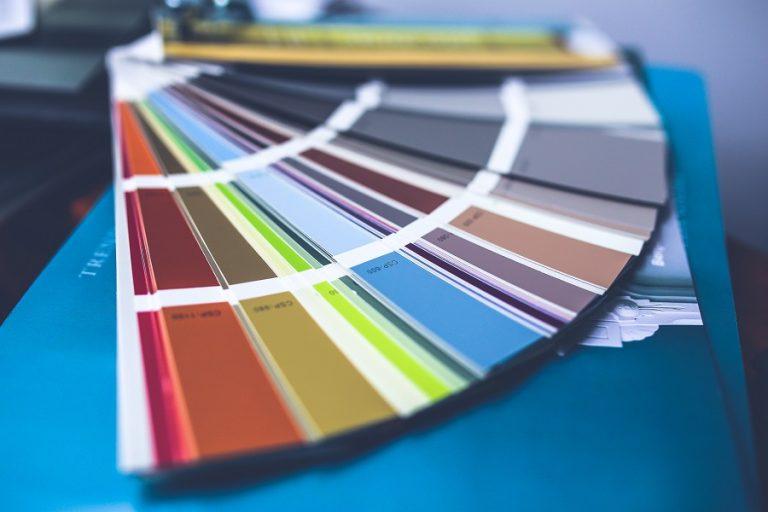 Όχι ένα, αλλά δύο είναι τα χρώματα που επέλεξε η Pantone για το 2021- Τι συμβολίζουν