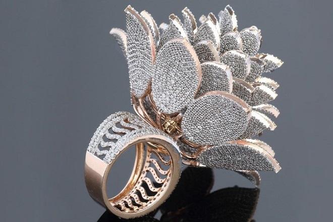 Στο βιβλίο Γκίνες δαχτυλίδι με 12.000 διαμάντια
