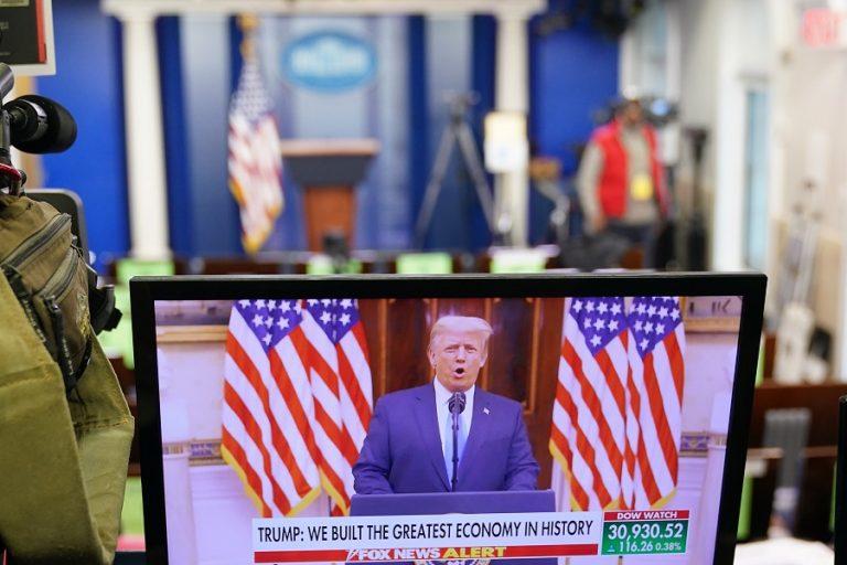 «Μαύρο» στο κανάλι του Τραμπ για ακόμη μία εβδομάδα ρίχνει το YouTube