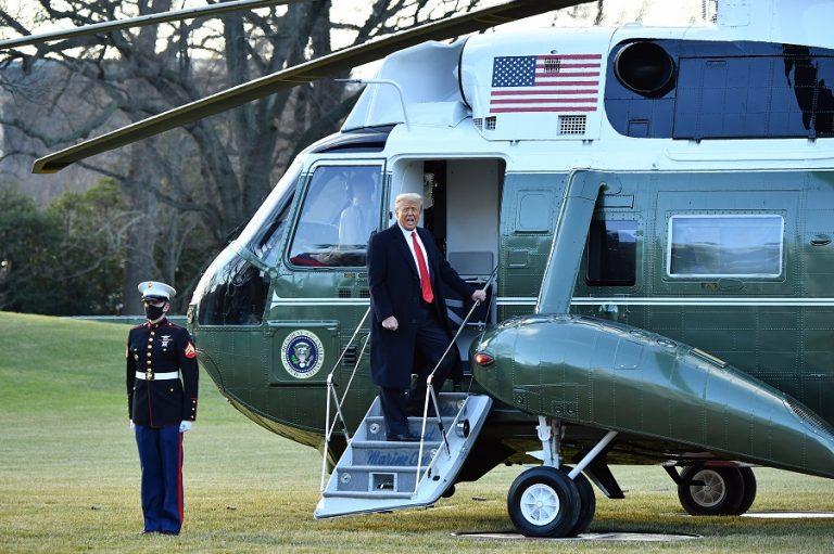 Τέλος εποχής: Αποχώρησε από τον Λευκό Οίκο ο Ντόναλντ Τραμπ