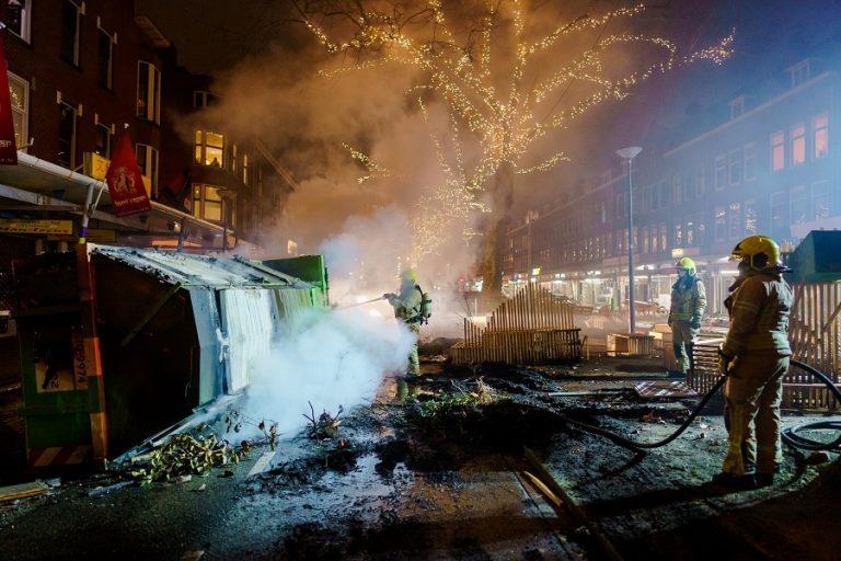 Τρίτη νύχτα ταραχών στην Ολλανδία- Φωτιές και λεηλασίες για την απαγόρευση κυκλοφορίας (Βίντεο)