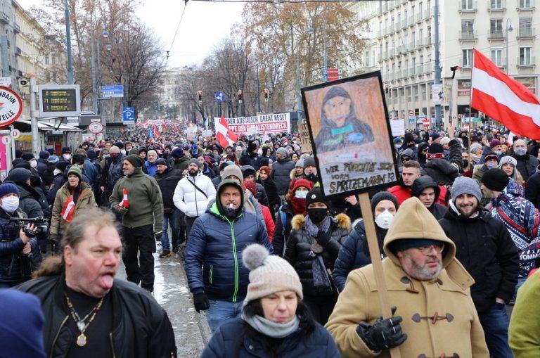 Παρατείνει η Αυστρία το lockdown, διαδηλώσεις στη Βιέννη- Συγκέντρωση 10.000 ανθρώπων