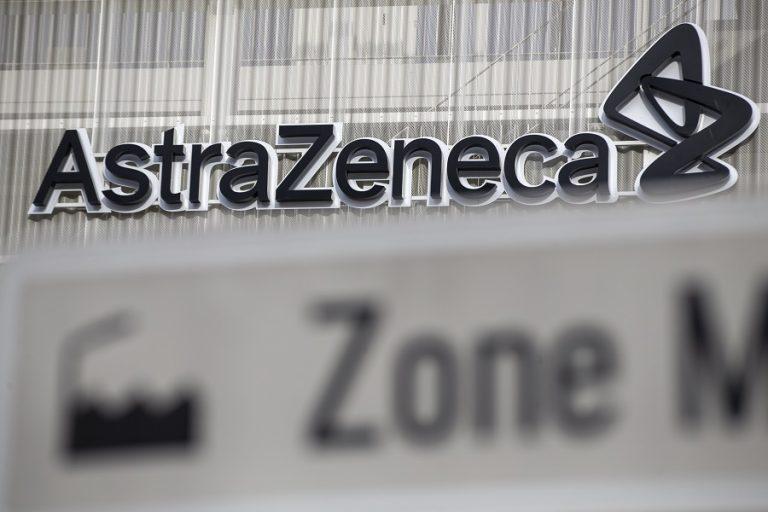 Ξεφεύγει η κόντρα της Κομισιόν με την AstraZeneca για την παράδοση των εμβολίων