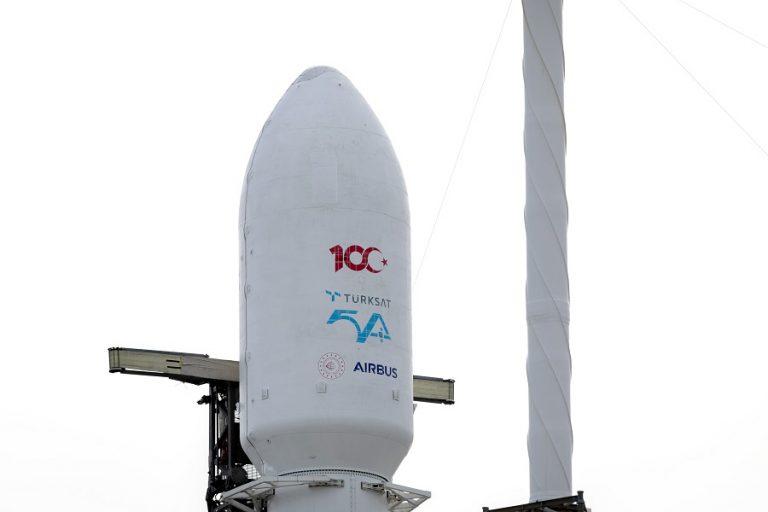 «Ποδαρικό» της SpaceX με την εκτόξευση τουρκικού τηλεπικοινωνιακού δορυφόρου