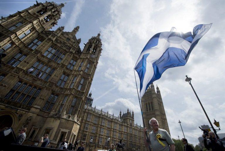 Σε νέο lockdown ως την άνοιξη οδεύει η Σκοτία- Σύγκληση του κοινοβουλίου ζήτησε η Στέρτζον