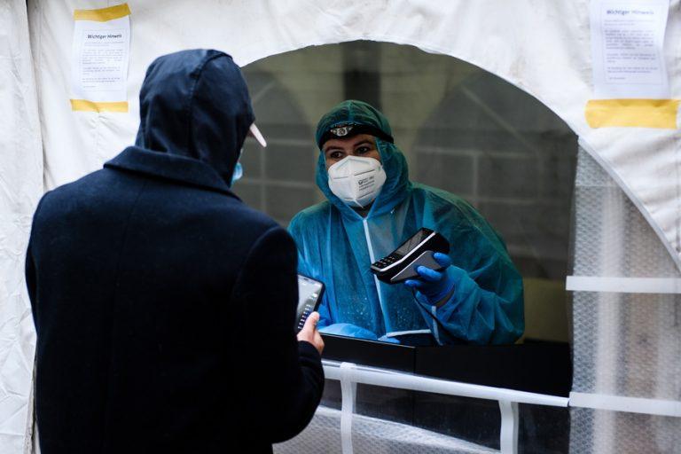Προειδοποίηση από τη Γερμανία: Δεν έχει αποτραπεί ακόμη ο κίνδυνος από τις μεταλλάξεις του κορωνοϊού
