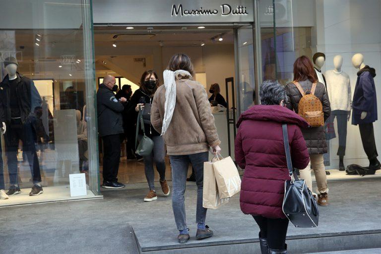 Στο 50% ο τζίρος των καταστημάτων την πρώτη εβδομάδα των εκπτώσεων- Τι αγοράζουν οι καταναλωτές