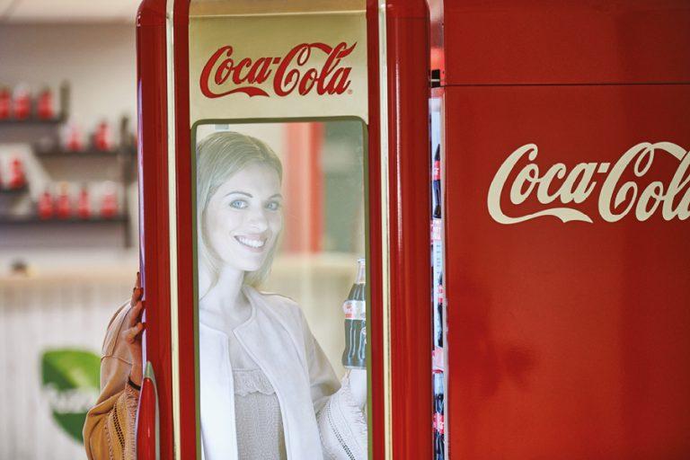 Coca-Cola Τρία Έψιλον: Εστιασμένηστην ανάπτυξη