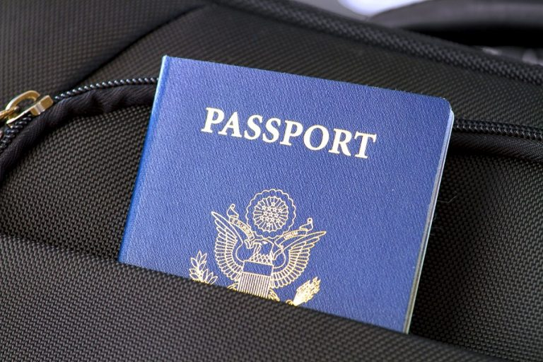 Κόκκινα, πράσινα, μπλε: Οι ιστορίες πίσω από τα χρώματα των διαβατηρίων