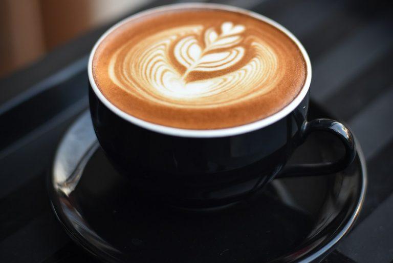 Ταξίδι στα '90s μέσα απ' αυτό το ρετρό καφέ που άνοιξε στο Μόντρεαλ (Φωτογραφίες)
