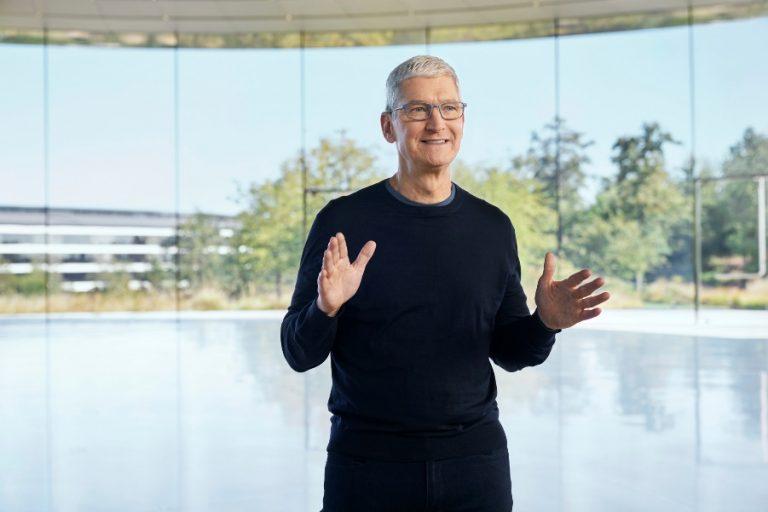 Η Apple δίνει 100 εκατομμύρια δολάρια για την καταπολέμηση των φυλετικών ανισοτήτων
