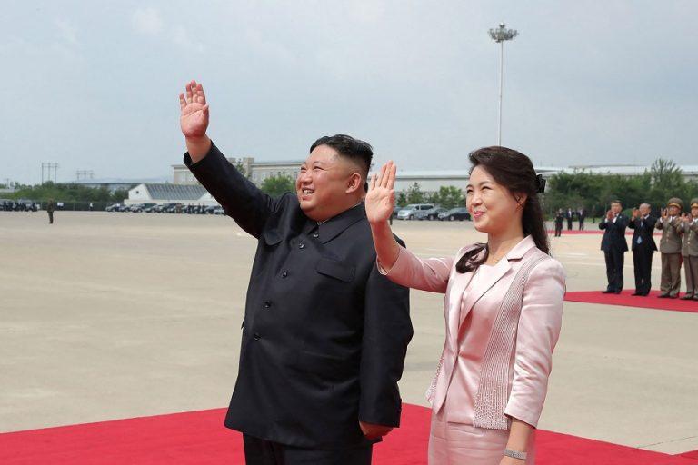 Την πρώτη της δημόσια εμφάνιση μετά από έναν χρόνο έκανε η σύζυγος του Κιμ Γιονγκ Ουν