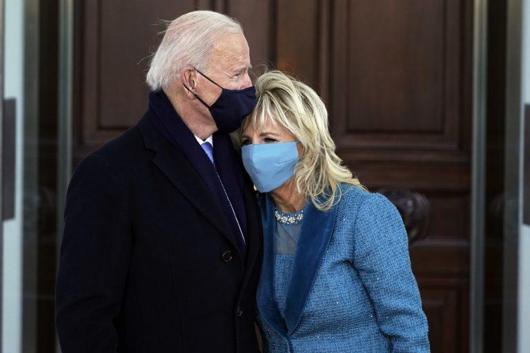Η Τζιλ Μπάιντεν συνεχίζει το έργο της παρά την πανδημία: Διδάσκει μέσω Zoom από τον Λευκό Οίκο