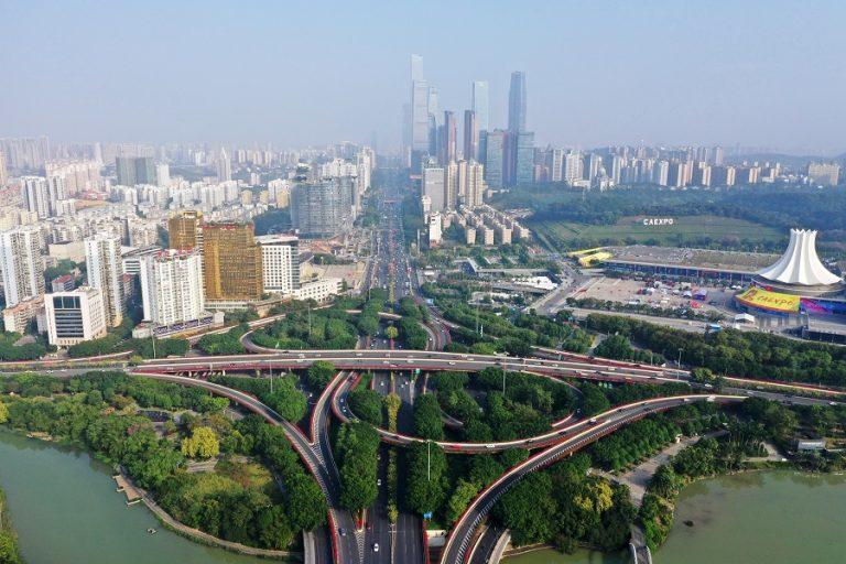 Οι Zaha Hadid Architects δημιουργούν στο Πεκίνο ένα φουτουριστικό εκθεσιακό κέντρο που εντυπωσιάζει (Φωτογραφίες)