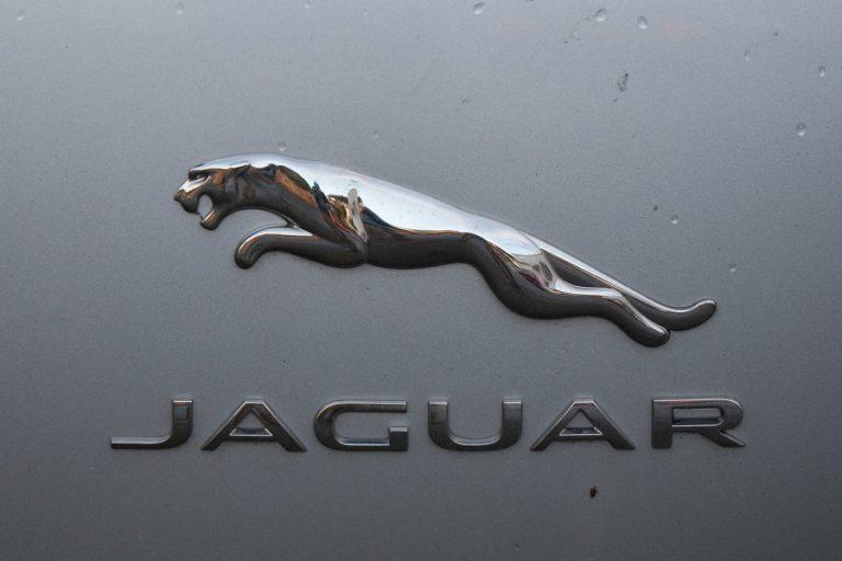 Jaguar Land Rover: «Τσεκούρι» σε 2.000 θέσεις εργασίας- Στροφή στο ηλεκτρικό αυτοκίνητο