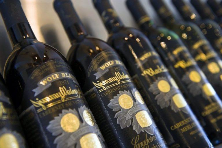 Οι κινεζικοί δασμοί πιέζουν τη μεγαλύτερη εταιρεία παραγωγής κρασιού στον κόσμο